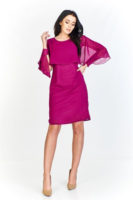 abdc862062 Monochromatyvzna sukienka ze zwiewną a la pelerynką z długim rozciętym  rękawem a la nietoperz