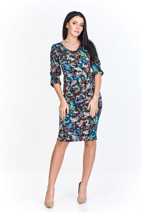 e7f7ceec44 Wzorzysta sukienka z rękawem 3 4 nietuzinkowo wykończonym i dekoltem w serek