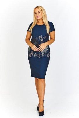 c62fc9c7ac Wzorzysta sukienka z rękawami 3 4 lekko rozciętymi i wiązanymi ...