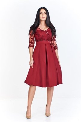 d2d07b383b Sukienka z gipiurową górą z kwiatowym wyszywanym wzorem i nieco rozkloszowanym  dołem