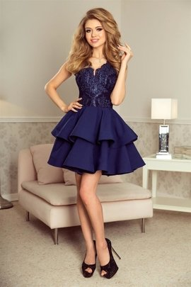 5c1c878373 Wieczorowa sukienka z koronkową górą i fantazyjnie wyciętym dekoltem i  rozkloszowanym dołem