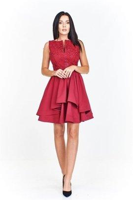 6dca55e3ce6397 Wieczorowa sukienka z dopasowaną wyszywaną górą z ciekawie wyciętym  dekoltem i falbaniastym dołem